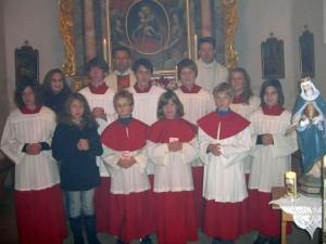 Minstrantengruppe mit Pater Slawomir und Pastoralreferent Christian Bräuherr